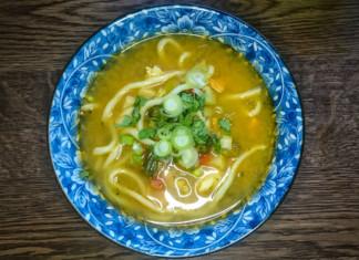 Rezept: Gemüse-Hühner-Suppe mit Udon-Nudeln