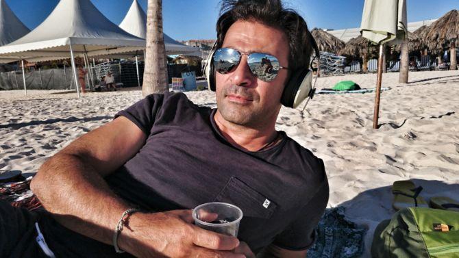 Shahram mit dem Sennheiser Momentum Wireless