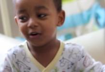 Zweijähriger rappt