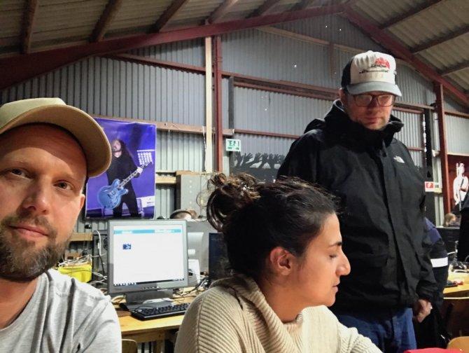 Im Pressecenter mit Niloufar und Jan von Factory 92
