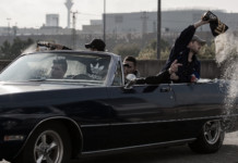 Drive-by-fingershoot: Eylan mit seiner Gang