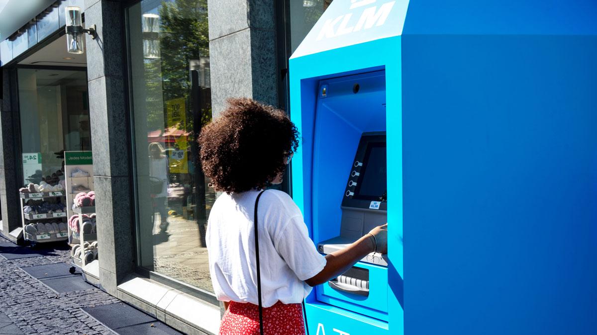 Was ist eigentlich KLM? Eine Bank, eine Radiostation oder ein Restaurant? (Werbung)