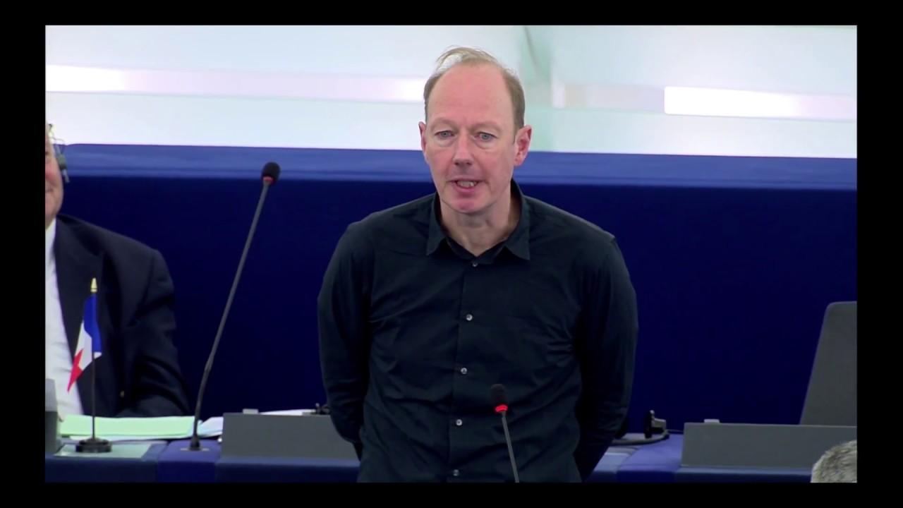 EU-Parlament: Sonneborn trollt NPD und verabschiedet Merkel
